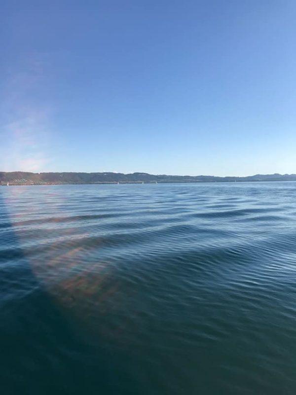 l'eau frissonne à la vue de mon bateau
